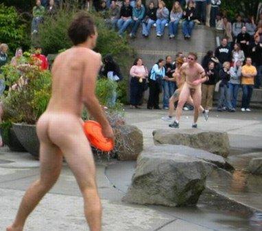 Naked_frisbee[1]