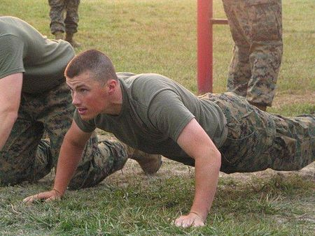 Solider_doing_push_ups_in_camouflag