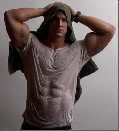 Sexy-Male-Bodybuilder-Pose-with-Towel-10_thumb[1]
