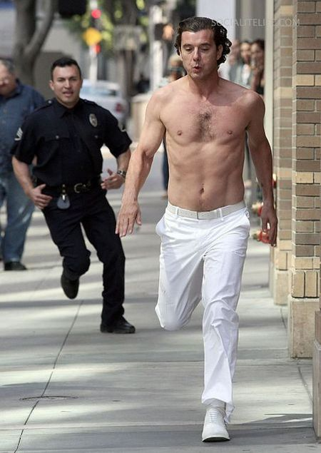 Gallery_main-gavinrossdale-shirtless-photos-03092009-04