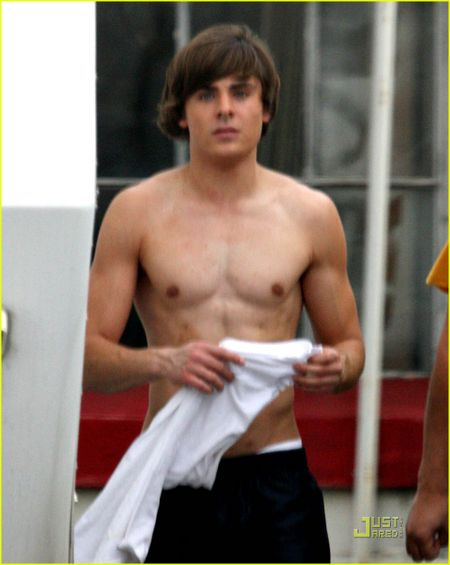 Zac-efron-shirtless-01