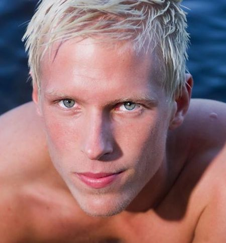 ResizeFit6204000-blond-male-model