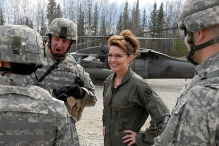 Sarah_with_troops_3